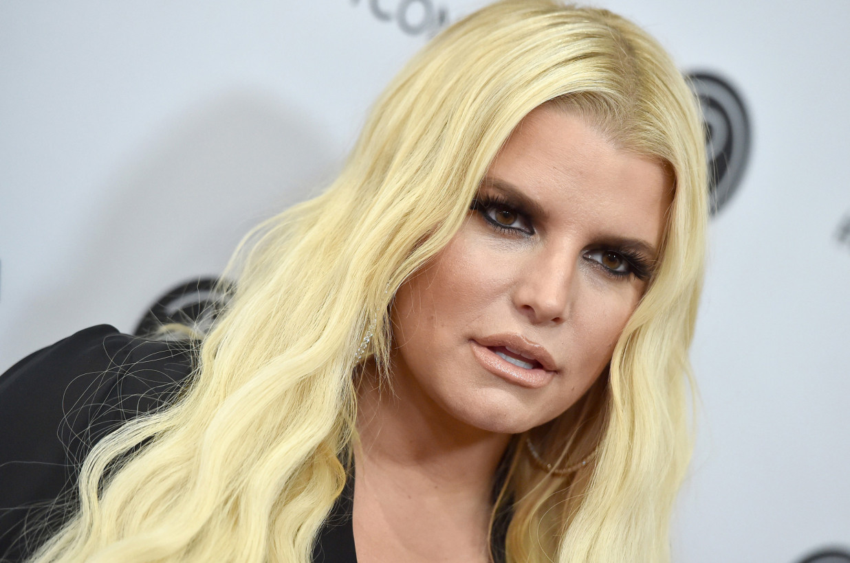 Jessica Simpson mom-shamed for dyeing daughter Maxwell's hair