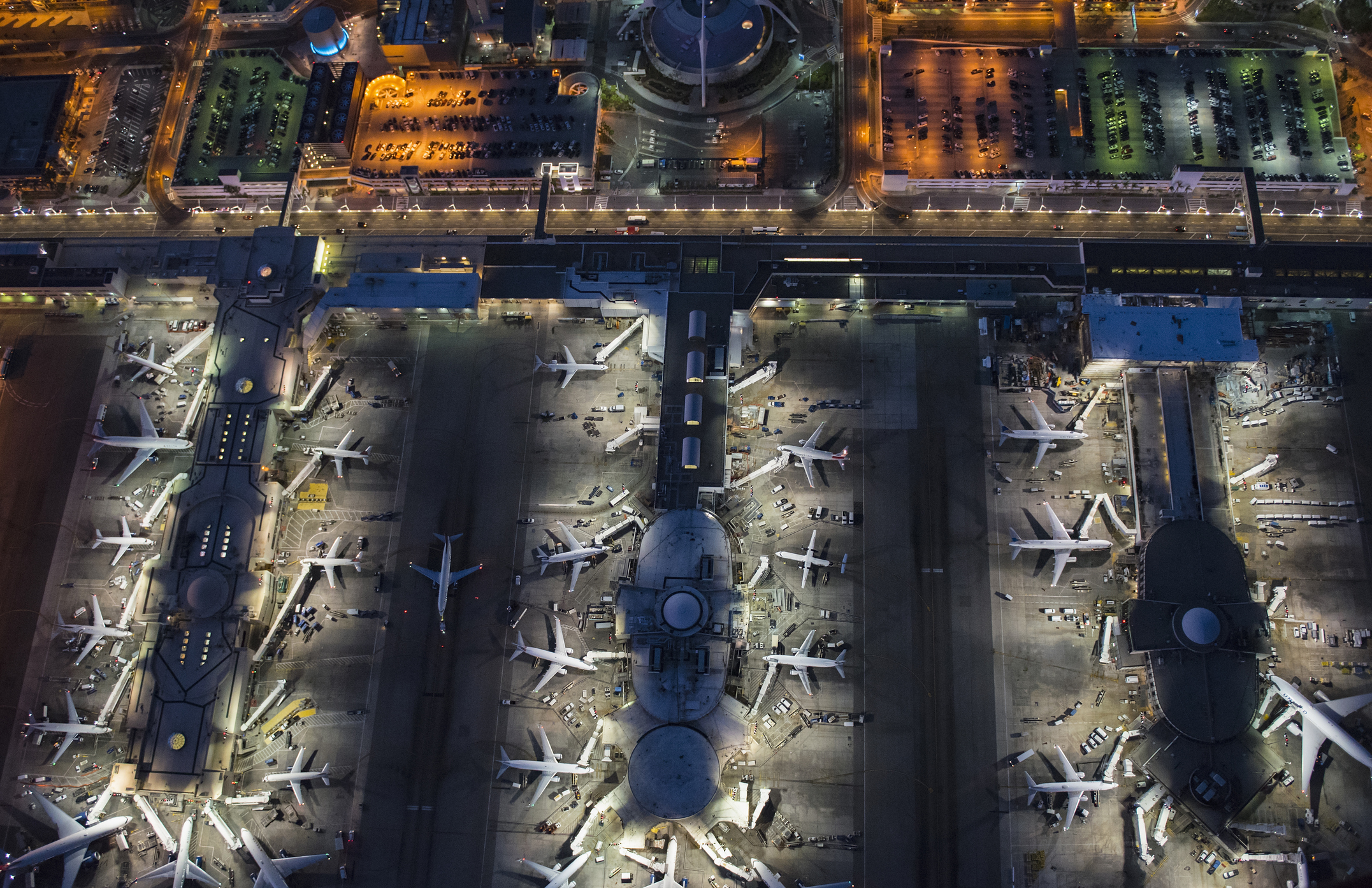 LAX to offer free bus and train rides for passengers flying into LAX and expanded FlyAway service during Thanksgiving week