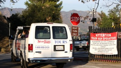 L.A. Might Restrict Tour Vans After Complaints From Hollywood Hills Residents