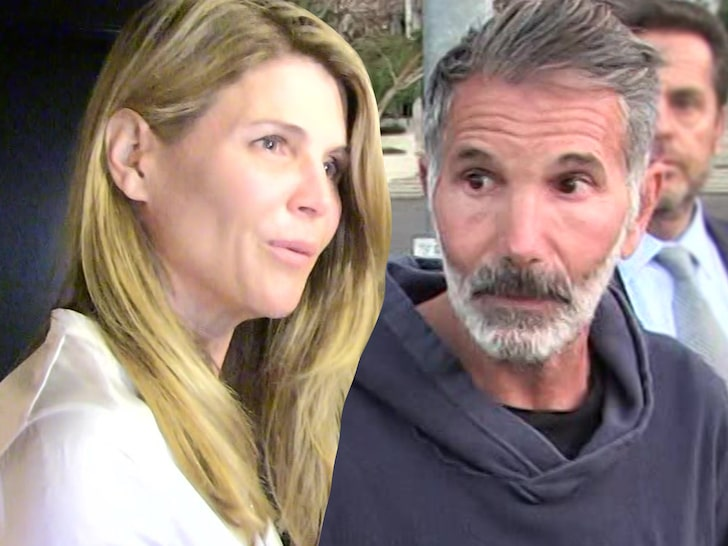 Lori Loughlin Did NOT Send Rowing Photos of Daughters to USC